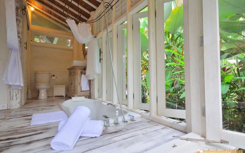 jendela di bali white elephant bathroom 03