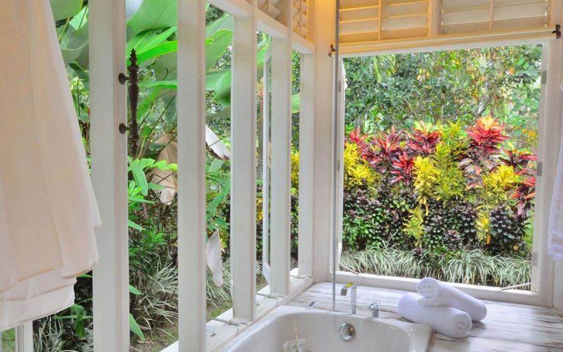 jendela di bali white elephant bathroom 04